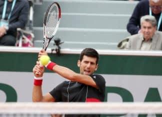 Tennis, ATP Parigi: Djokovic piega Federer, finale con Khachanov