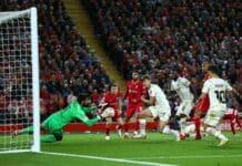 Alisson durante Liverpool-Milan